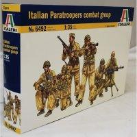 Italian paratropers combat group